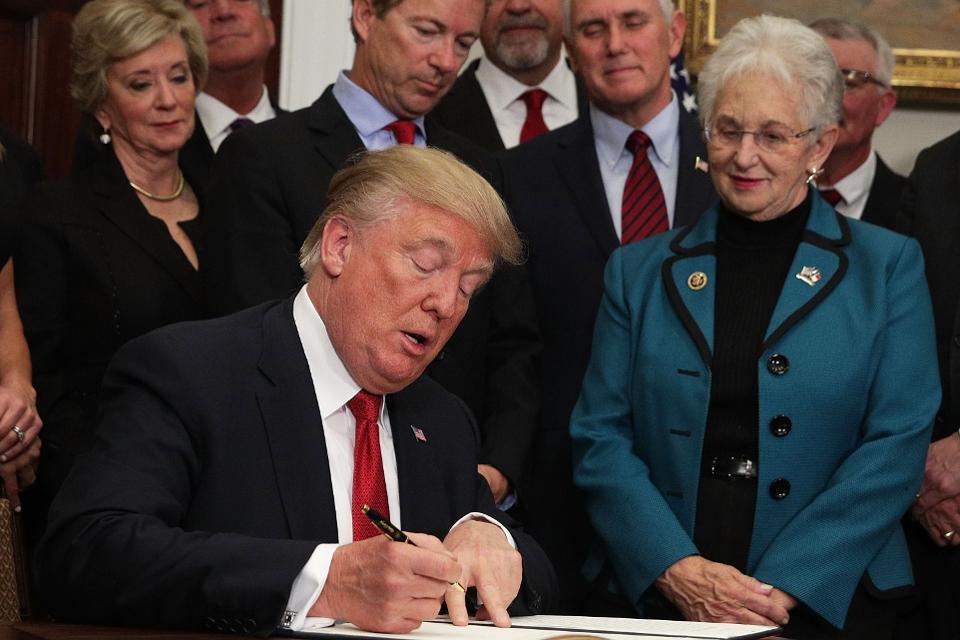 ترامپ لایحه بودجه مطالعه بر بلاکچین را امضا کرد