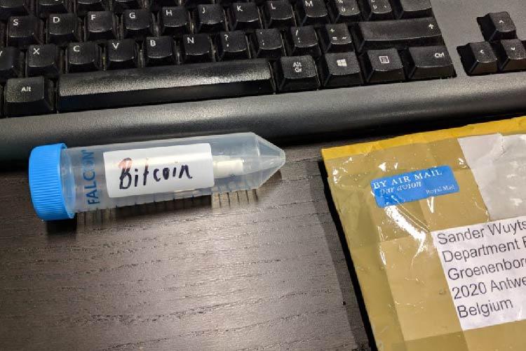 رمزگشایی کد ذخیره بیت کوین در مولکول DNA توسط یک گروه نرمافزاری