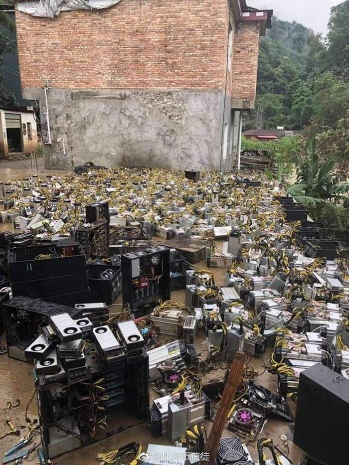 سیل چند مرکز بزرگ استخراج بیت کوین در چین را نابود کرد !