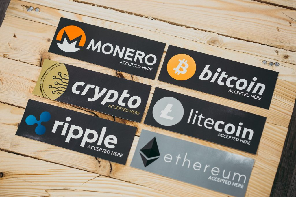 بیت کوین در مقابل دیگر ارزهای دیجیتال; کدام یک میتواند جایگزین پول شود؟