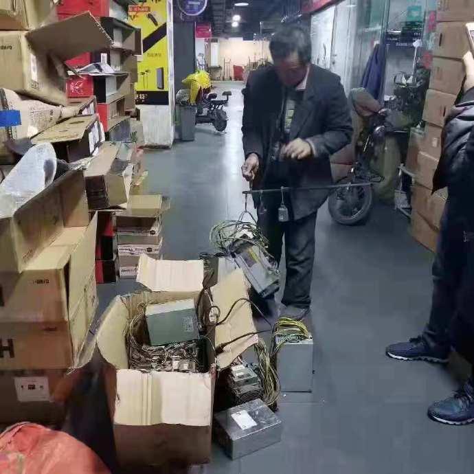 ماینرهای چینی در حال فروش ارزان دستگاههای استخراج