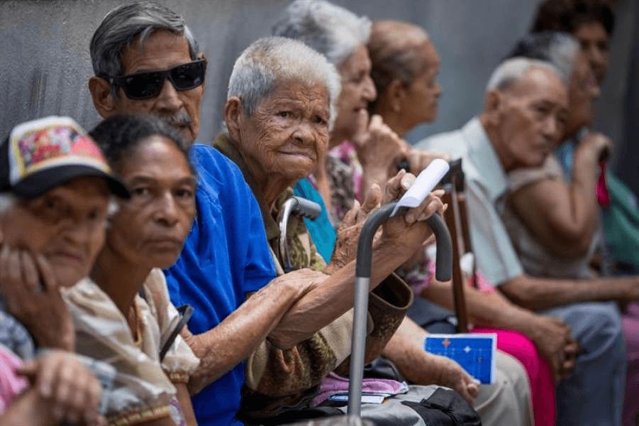 دولت ونزوئلا به صورت اجباری حقوق بازنشستگان را با ارز دیجیتال پترو پرداخت میکند !