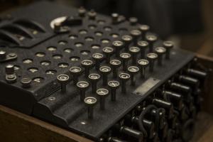 مروری بر تاریخچه رمزنگاری و انواع روشهای آن