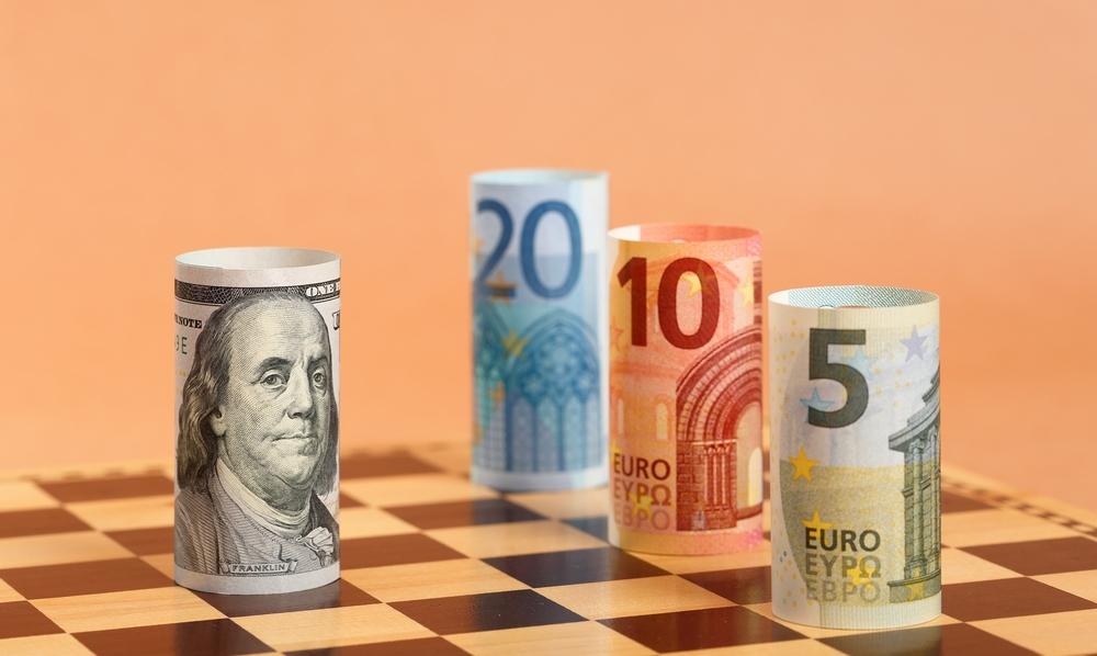 دلار تحت تهدید چندگانه طلا و ارزهای دیجیتال قرار دارد