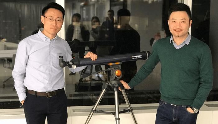 لی جون (چپ) و دا هانگفی (راست) به ترتیب بنیانگذار آنتولوژی و خالق بلاک چین آنتولوژی
