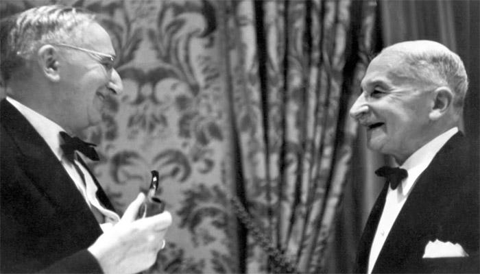 نبرد طرفداران اقتصاد اتریشی و کینزی