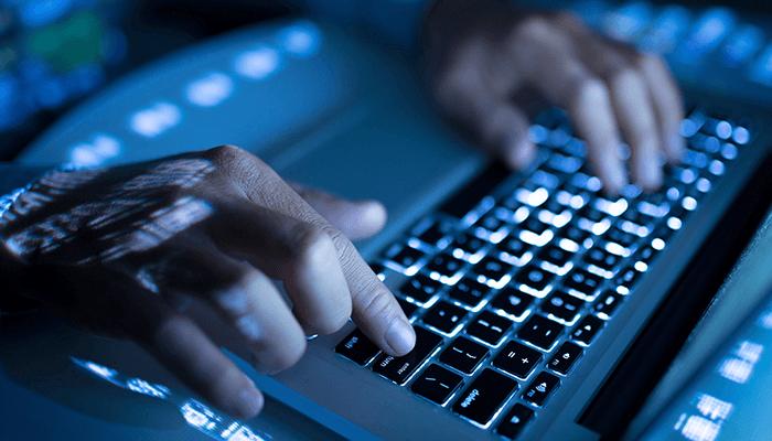 دارک وب (Dark Web) یا وب تاریک، وبسایتهایی هستند که برای عموم قابل مشاهدهاند، اما آدرس آیپی آنها مخفی است.