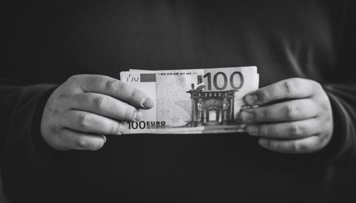 پول یک داستان است، داستان خود را انتخاب کنید